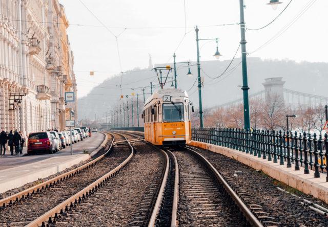 Bekende mooiste tram tramlijn 2 door Boedapest