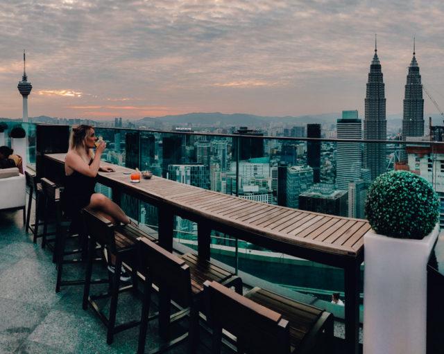 Happy Hour cocktails drinken bij de skybar van Banyan Tree Hotel Kuala Lumpur